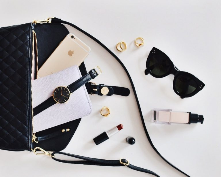 Things Every Lady Must Have in her Purse